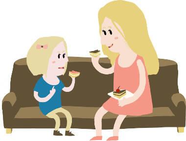 Mädchen_und_Mutter_essen_Kuchen