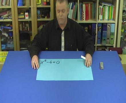 Quadratische Gleichungen durch Faktorisieren lösen (1)